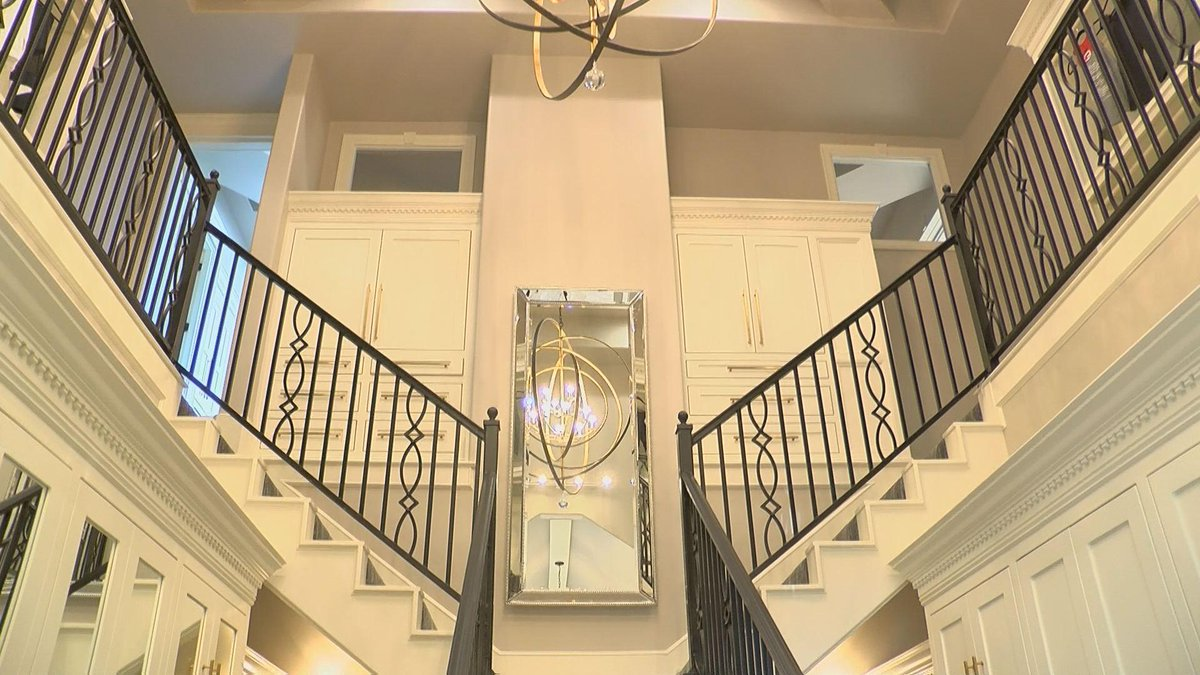 Lubbock Builder Shows Off 2 Story Closet At Annual Parade Of Homes U003eu003e Https