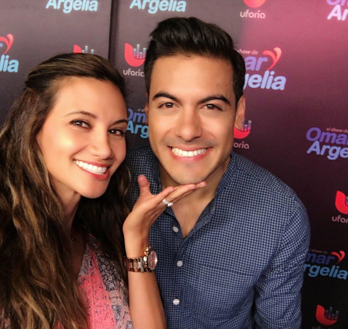¡Chicas! Esta linda carita de @_CarlosRivera merece una 'selfie' HOY más que nunca. ❤️  #nationalselfieday #yocreo https://t.co/l4fCdZjV2V