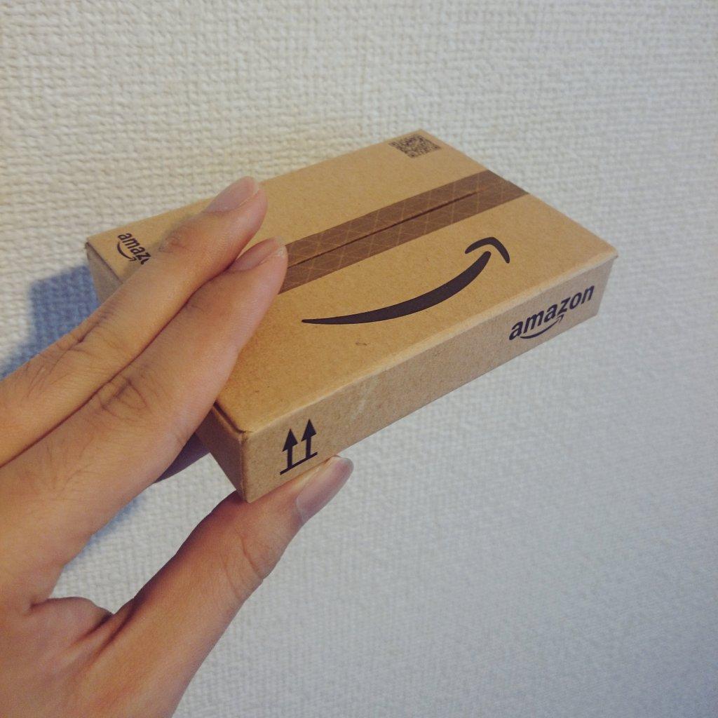 AmazonギフトカードBOXしゃれおつなのでオススメしたい。俺の手が巨大化したわけではない。 https://t.co/556BhdNETm