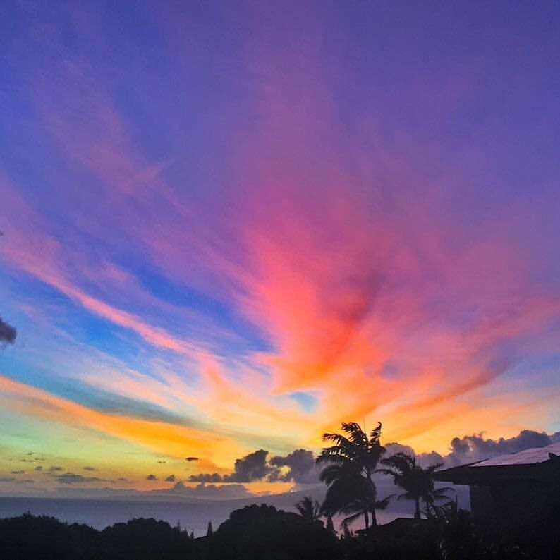 This is the Maui Sunset Afterglow colors am talking about tonight. This photo was taken by @mauivacationadventures https://t.co/z9vajVKA79