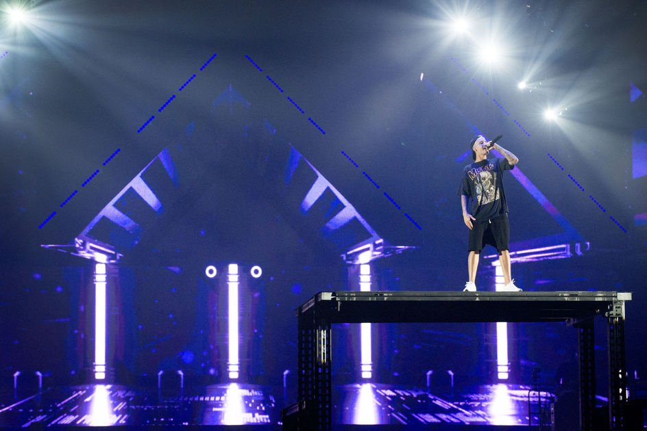 Review: Justin Bieber shows he's a pop star who wants to be taken seriously at arena https://t.co/EisNqJ3k6A #LNK https://t.co/AX6e8s6jOv