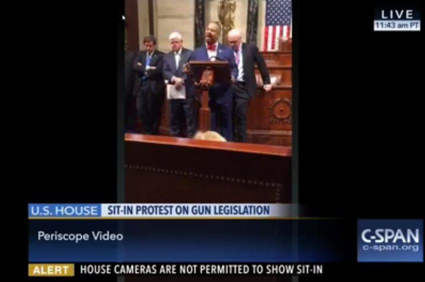 C-SPAN switches to Periscope live stream after House cameras shut off https://t.co/zoZArGskQ6 https://t.co/6qkkmVhIaR