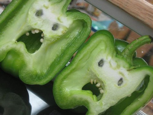The inside of these bell peppers look like mortified faces...   (via: reddit/ ZeZioZ) https://t.co/BdSJ3W9hfh