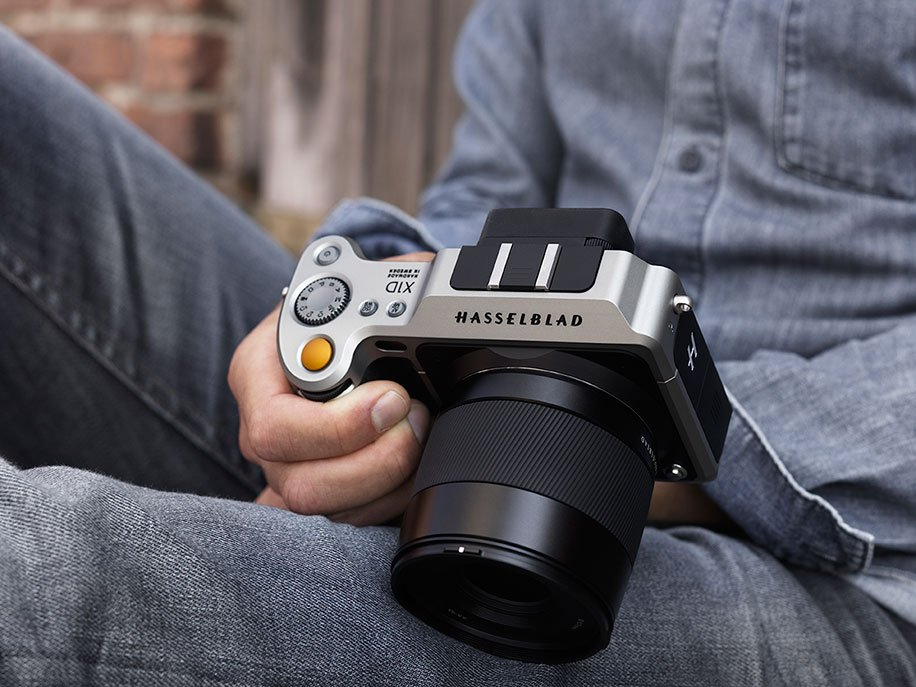Big announcement from #Hasselblad today (#X1D medium format mirrorless camera): https://t.co/p3UQGfgWKX https://t.co/FplHKh1KTg