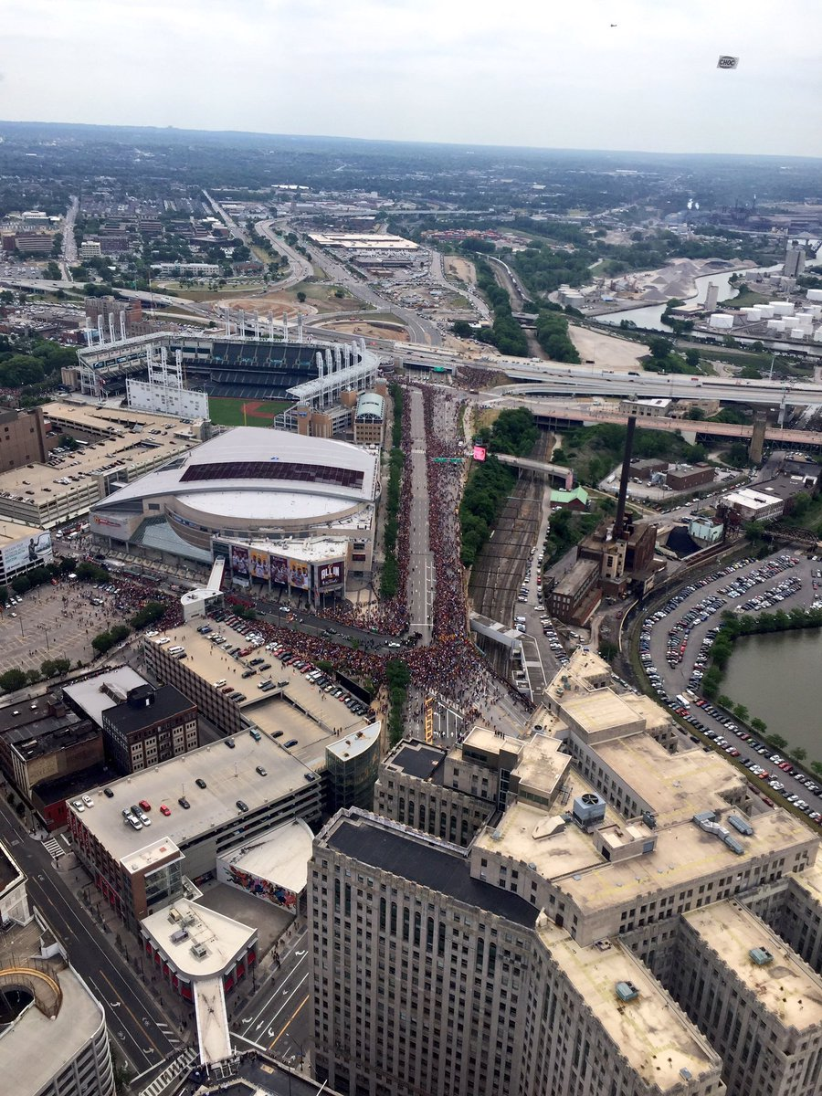 Amazing day #ALLin216 #ALLinCLE Congrats @cavs @TowerLightsCLE #cavsparade https://t.co/BBp5lQmKW6
