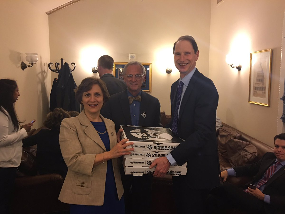 Dropped off pizza for @HouseDemocrats & staff supporting them. Keep the pressure on. #NoBillNoBreak #Enough https://t.co/1i9bpr1TU2