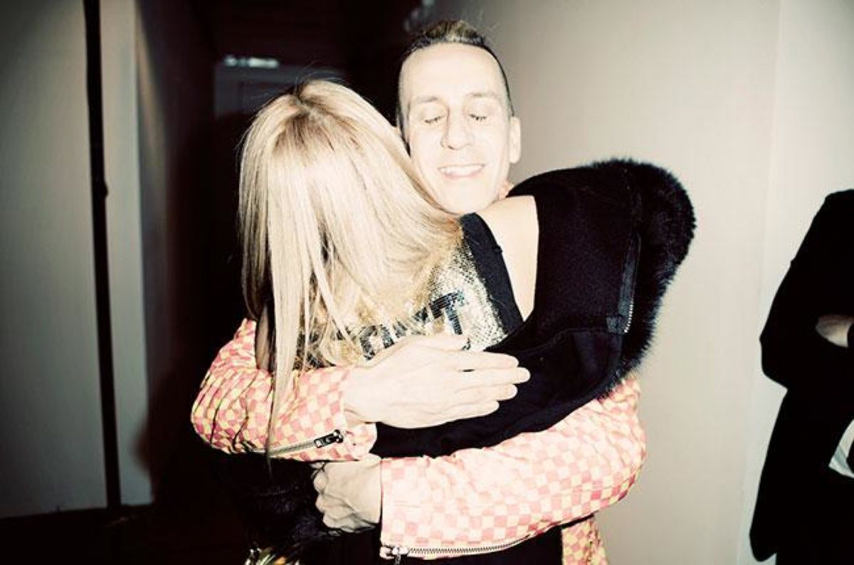 GONNA LEAVE YOU ALL WITH THIS ONE - A BIG HUG FROM ME TO YOU WITH AN PIC BACKSTAGE RIGHT AFTER MY SHOW W CL https://t.co/IJ3l7FfZJA