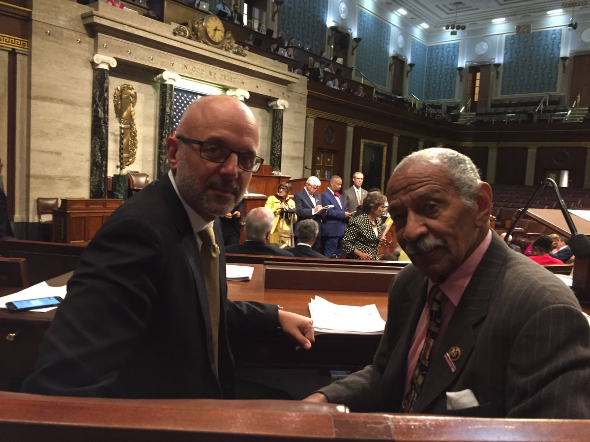 On the floor now w/ @RepTedDeutch & many @HouseDemocrats. We can't let another day go by w/out action #NoBillNoBreak https://t.co/PmajfCGXwe