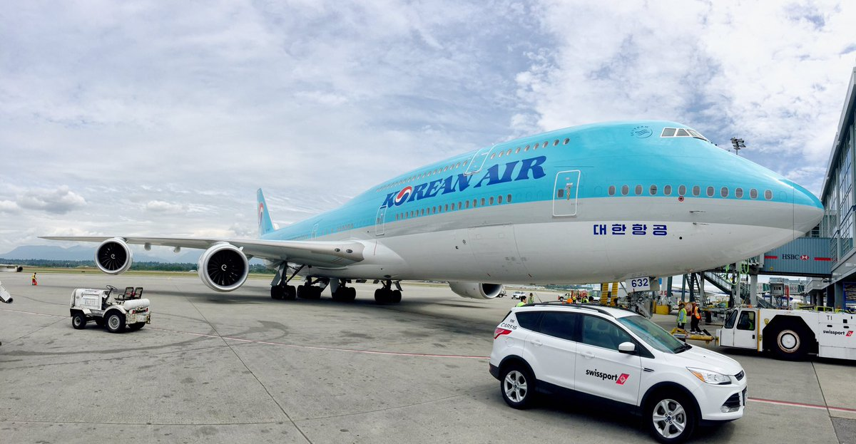The new big, beautiful, blue bird has arrived! Today we welcome @KoreanAir_KE @Boeing 747-8i to the runways of YVR: https://t.co/deMsULy1Ut