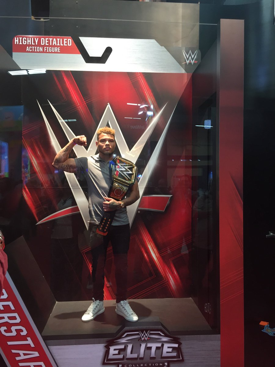 .@Mathieu_Era coming for the @WWE champion belt at the #LicensingExpo #WWE https://t.co/68cDH3YrmD