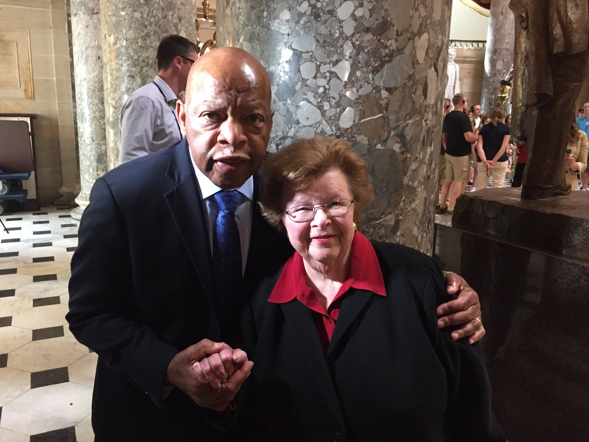 Together w civil rights leader @repjohnlewis calling for #NoVoteNoBreak. https://t.co/9QTeJF12CB
