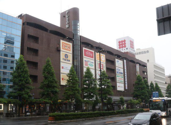 JR岡山駅前の大型商業施設「ドレミの街」(岡山市北区駅前町)で、大半のテナントが9月末で撤退することが22日、分かりました。耐震改修した上で17年度中にもリニューアルオープンします。 https://t.co/Zqh44yGpbR https://t.co/GiSa7iZOmT