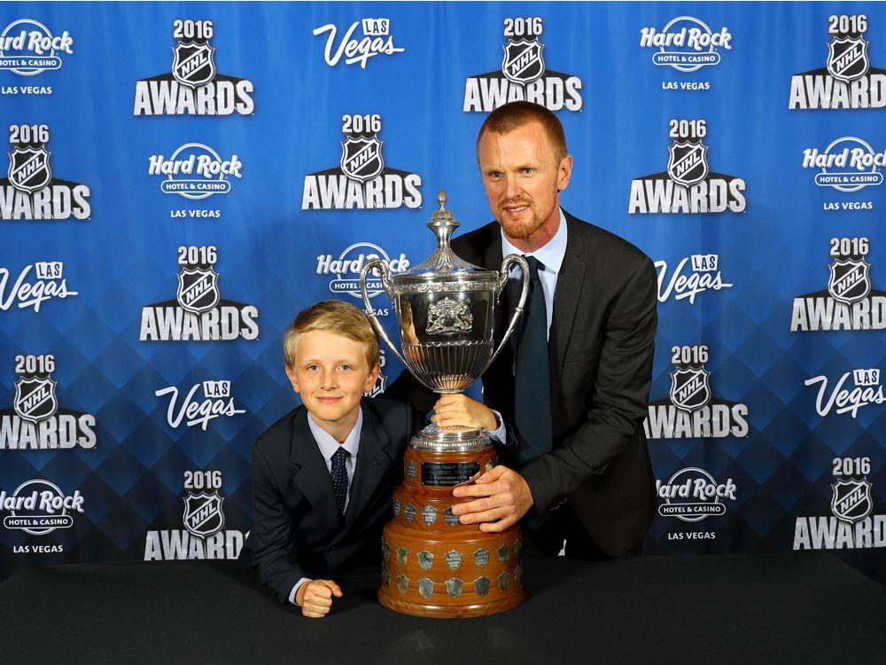 Ben Kuzma: Henrik goes well beyond criteria to win King Clancy Memorial Award https://t.co/JJwfK2lOk9 https://t.co/rBb0znygaR