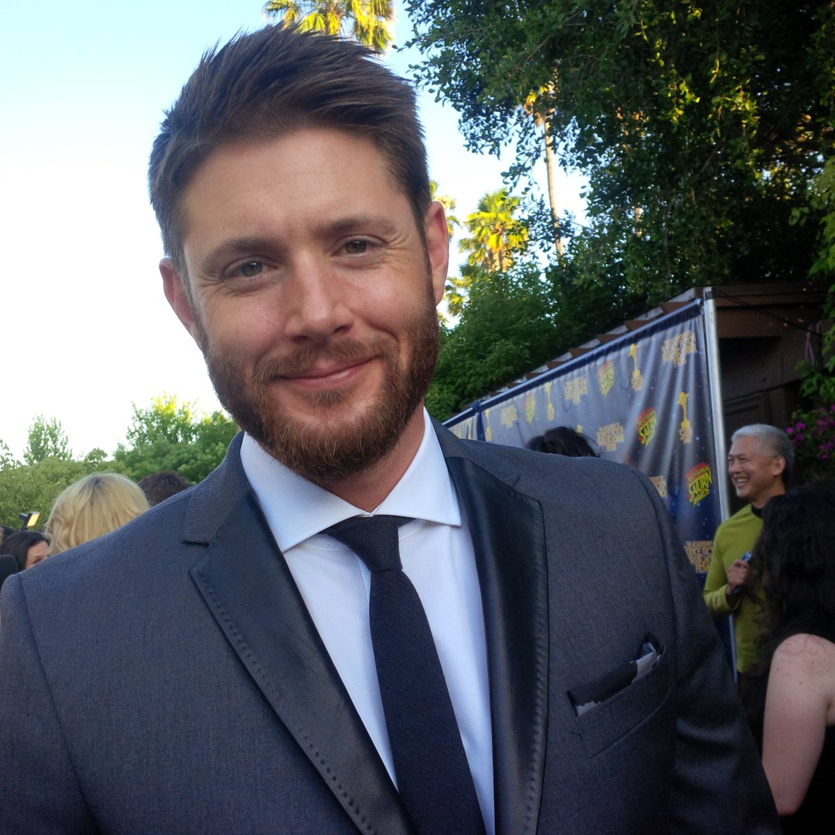 Had a very #Supernatural evening with @therealKripke  @JensenAckles @jarpad on Saturn Awards carpet. https://t.co/pOFyXvd0HL