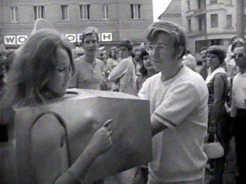 @Metro @alberdine Performance van Valie Export in 1968: Tap- und Tastkino https://t.co/pgtbaBkmYW