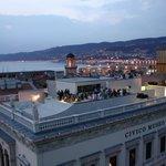 Alle 18 visita il @revoltella e poi prendi un aperitivo nella favolosa terrazza! https://t.co/YbkKMrqdFd #Trieste https://t.co/VqC5w0XH44