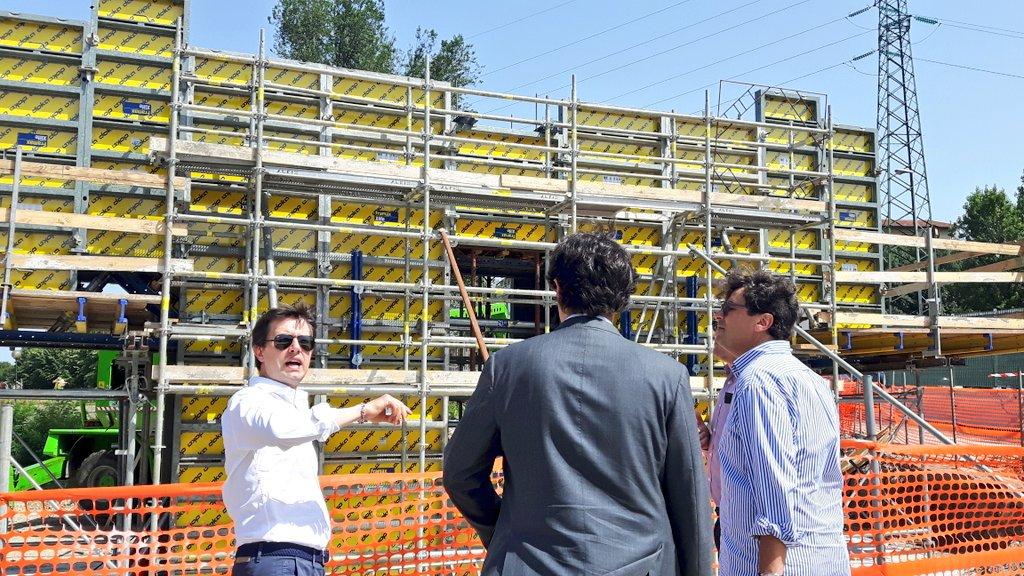 """RT @DarioNardella: Sopralluogo ai cantieri #TramviaFi linea 2 a Novoli: già in corso i lavori per realizzare il ponte di San Donato https:/…<a target=""""_blank"""" href=""""https://t.co/elxANCfPN0""""><br><b>Vai a Twitter<b></a>"""