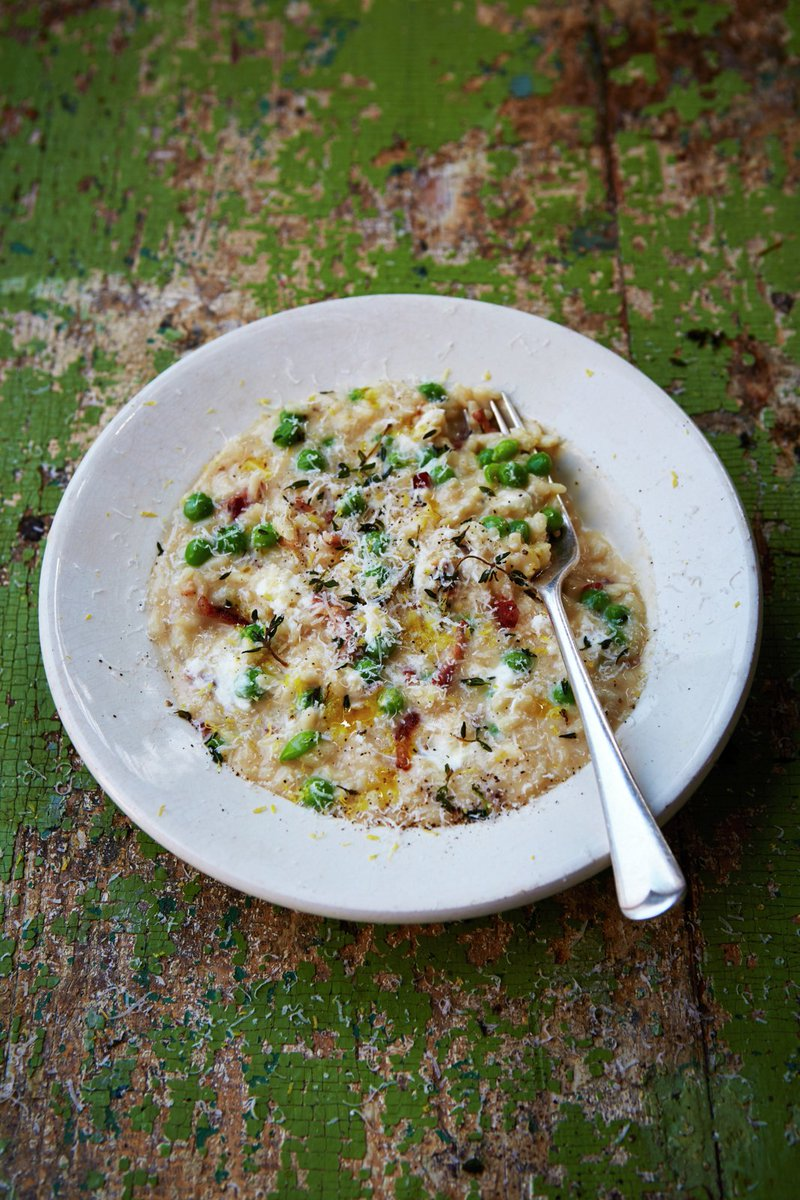 #RecipeOfTheDay Pea & goats cheese risotto with crispy streaky bacon. super easy to whip up https://t.co/ufxZwzPab1 https://t.co/eZCe0jvm4V