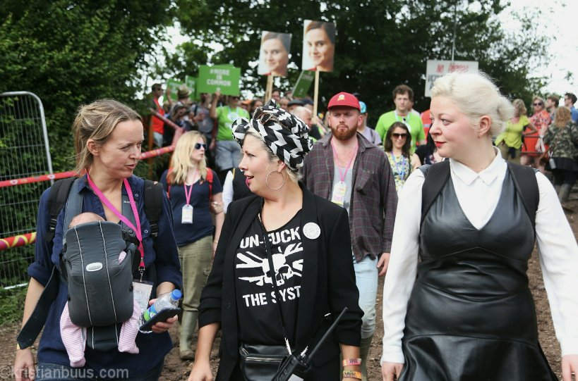 Amazing memorial march for @Jo_Cox1 @GlastoFest ending in @emilyeavis opening our female only venue @join_sisterhood https://t.co/FRhFmI6zGk