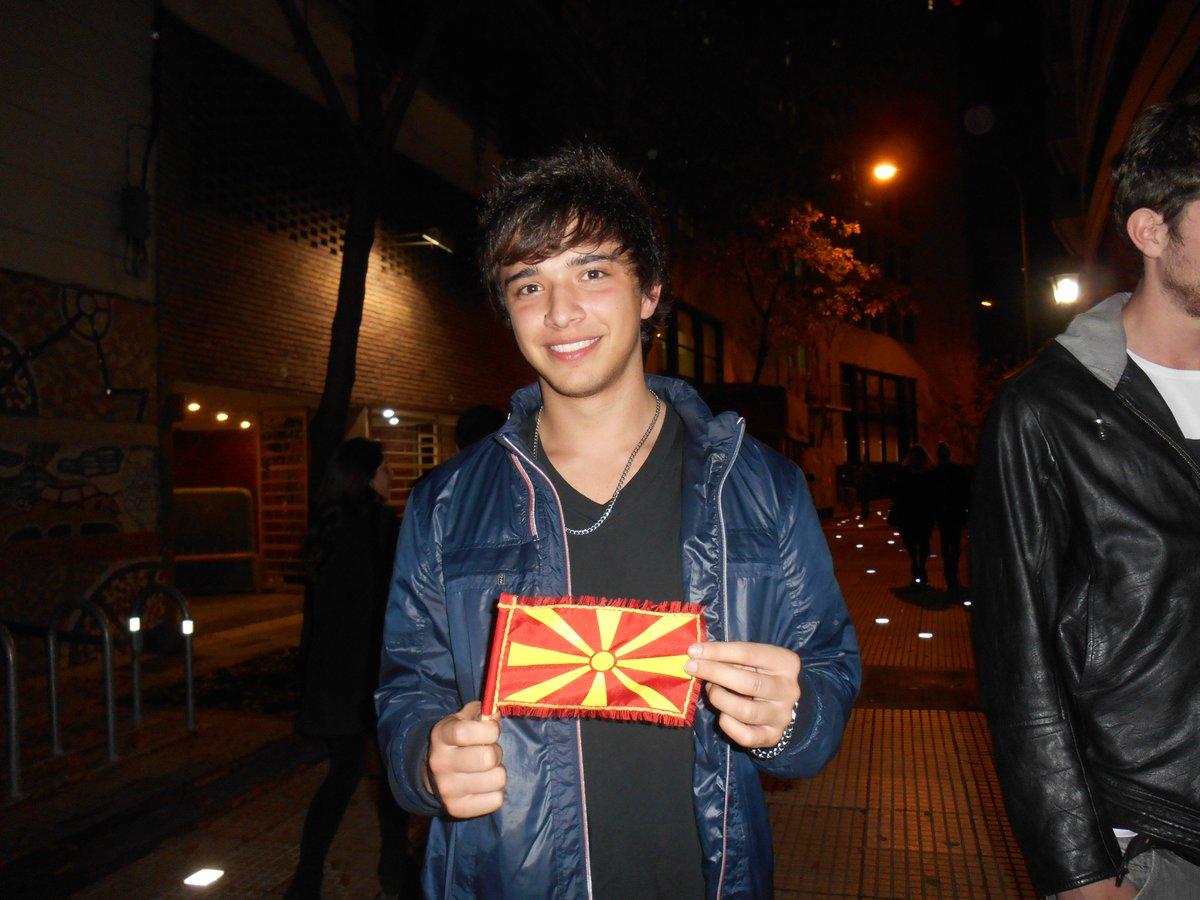 #MiFotoJulianSerrano con la banderda de MACEDONIA la foto la sace yo cuando te conoci,te acuerdas @JulianSerrano01 https://t.co/35FQRhm8TQ