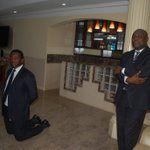 Officials of Zenith Bank kneeling down to beg Fayose today. https://t.co/amve8Rseua