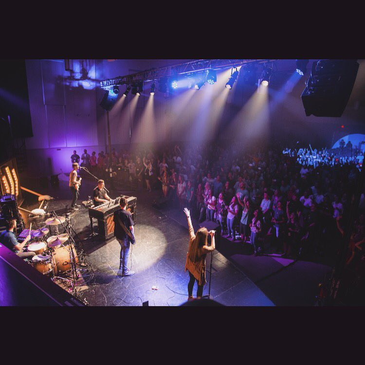 Super Summer 2016 at UMHB! It never gets old hearing students give God a mighty sacrifice of praise! @SuperSummer https://t.co/Emd0WB06tZ