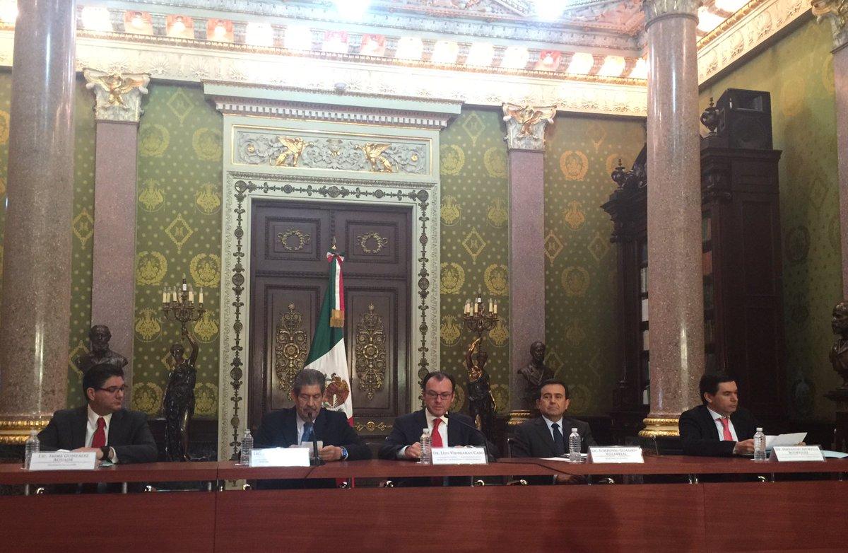 Autoridades financieras mexicanas realizan conferencia de prensa conjunta sobre #Brexit. @SHCP_mx @Banxico @SE_mx https://t.co/BACPGQ4jTb