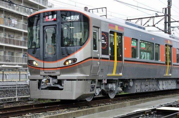 JR大阪環状線の新型車両「323系」がお披露目されました!快適さ、安心安全さを追求した車両、早く乗ってみたい!記事はコチラー https://t.co/t4yNGGo2Hh https://t.co/BTTOlC3DvJ
