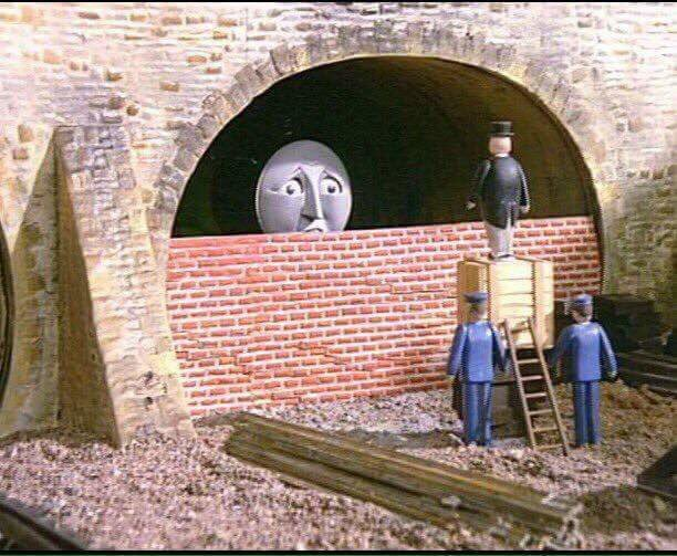 Live scenes from the channel tunnel. https://t.co/N9Dea62Hev