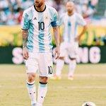 Felices 29 años, gracias por el fútbol genio.???? #Messi29 https://t.co/AUqU4Qujex