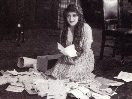 100 years ago, #MaryPickford signed  $100,000 contract, making her highest paid actress. #LittleAnnieRooney on 7/16! https://t.co/3cOrTelumt