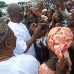 After APC organised protest in Ado Ekiti today, Gov Fayose went to town to meet his people. https://t.co/SftuFRDqMW