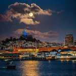 @DanAshleyABC7 Warriors pride w/ moon over SF. Photo from a friend of a friend. Not for ABC7 posting. Thanks. https://t.co/rXyEfFhY2E