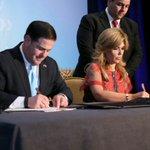 Firmamos 4 acuerdos en áreas de Salud, Transporte, Bienes Raíces y Comercio en Comisión Sonora-Arizona #AMCSummit16 https://t.co/7noOunxBZF