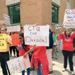 Activistas se manifiestan a favor de la CNTE en Chicago (Nota y video) https://t.co/FGJ4E6u4Ec https://t.co/VlqTrTT2k0