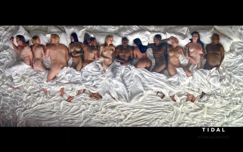 Новый клип Kanye West порвал всех.  12 знаменитостей голышом в одной постели.  https://t.co/bZbi1MFabl https://t.co/gsxGKh4djV