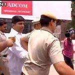 Aap dekh sakte hain Police kaise gundagardi karke mujhe le jaa rahi hai: Dinesh Mohaniya,AAP MLA https://t.co/NfbSwRZcec