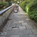 Let op!! Verzakte trottoirtegels t.h.v. de #Verdirode. Doorgegeven aan @gemZoetermeer. #BikePatrolTeam https://t.co/OmmX4E27AS