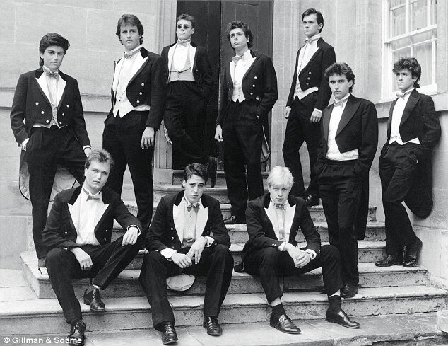 Power passes from the man third from left to the man fourth from right. What sort of working-class revolt is that? https://t.co/zerQ5lG8np