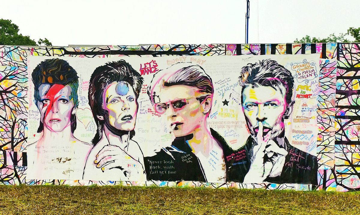 An eye-catching tribute to David Bowie near the entrance to South East Corner... RS https://t.co/ijnr5GIxbA