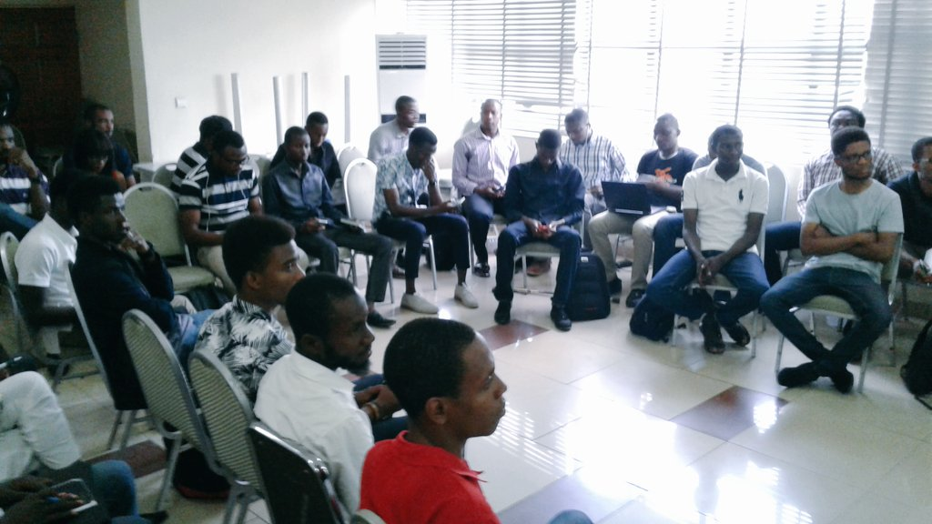 Turns out forLoop is great at #forLoopAbuja. Brice from Andela presenting how to deal with Monolith codebase. https://t.co/EeOu11h2Qm