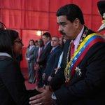 """""""@LuisFlorido: Condecorando al fracaso. Maduro le dio premio de consolación de Delcy tras haber sido la burla OEA https://t.co/7zPeenvDyZ"""""""