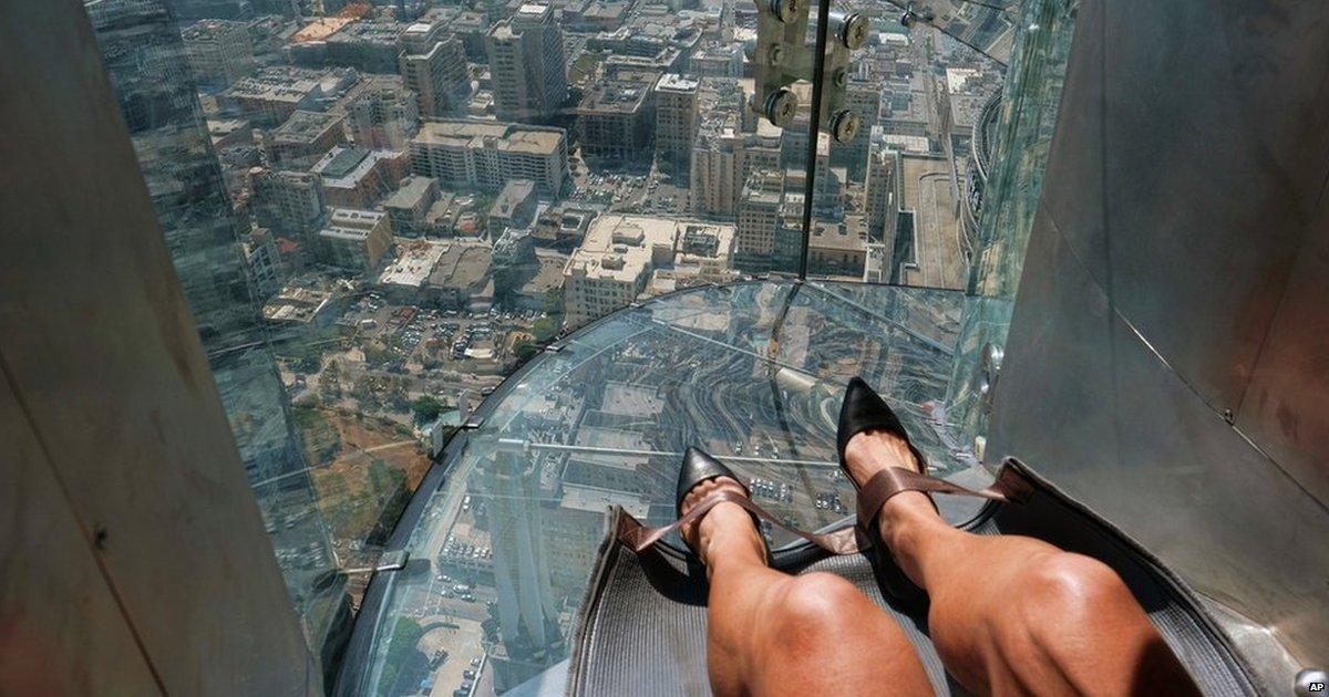 Glass slide opens 1,000ft (305 metres) up LA skyscraper