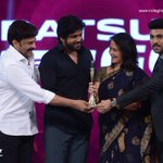 @iamnagarjuna and #Amala takes the #BestDebutActor Award on Behalf of @AkhilAkkineni8   #CineMaaAwards2016 https://t.co/4NdTgqzO8t