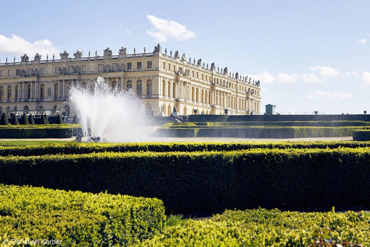 LufthansaMagazin: We feel like taking a peek into magical Versailles. You?