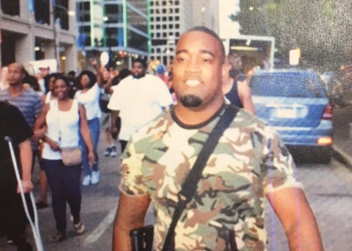 This black man is innocent. Dallas PD has confirmed it. https://t.co/U3dBETE9uN