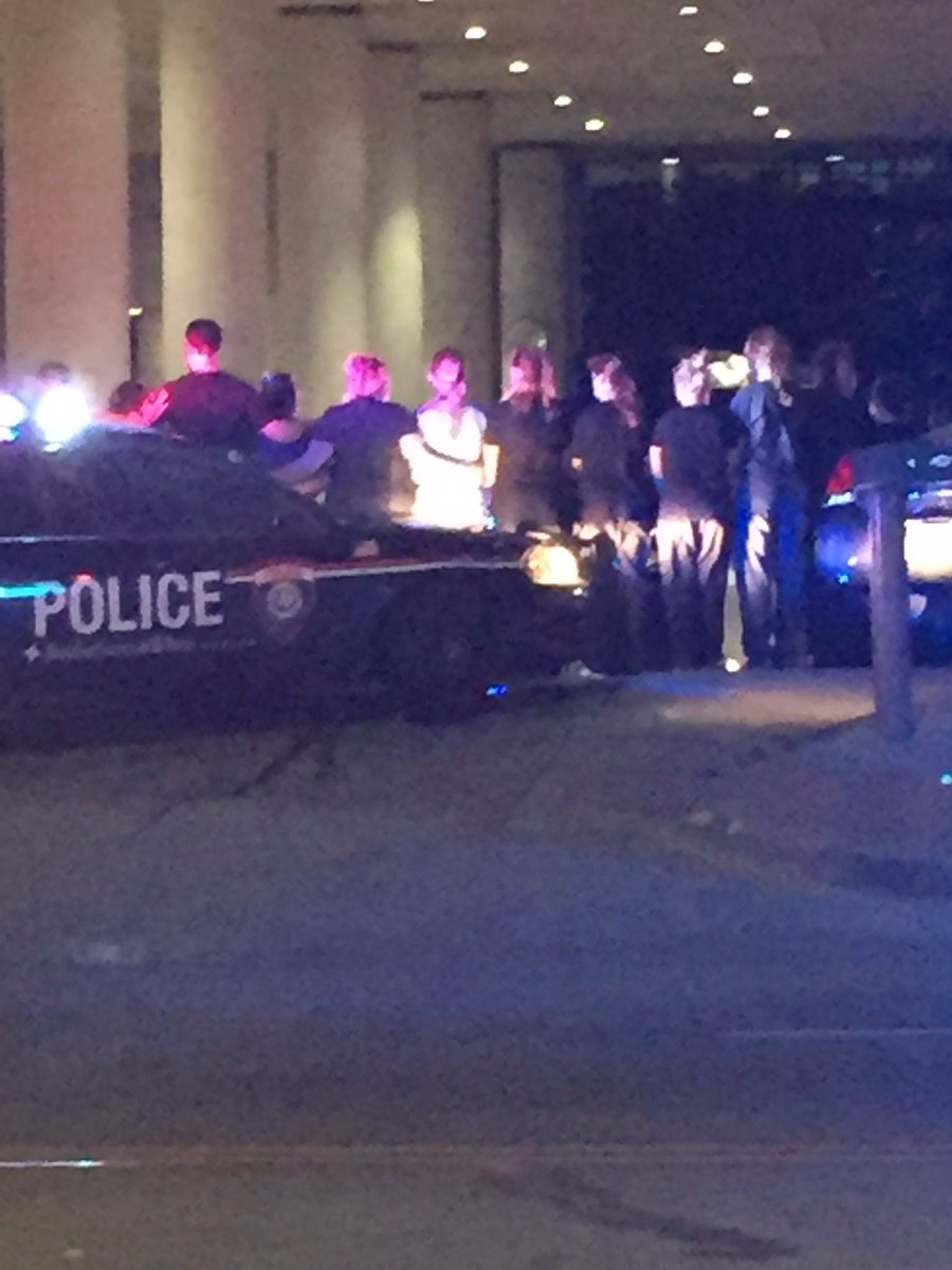 Photo Dallas Police Hospital Staff Are Arm In Arm