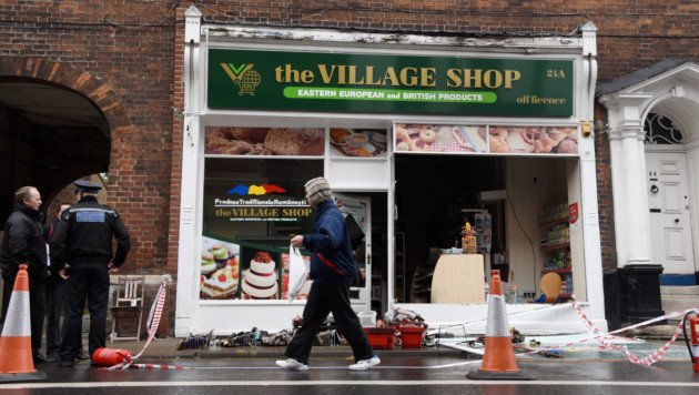 Sad scenes at #Norwich's Magdalen Street where an arson attack has devastated a Romanian food shop https://t.co/4FXP7Hx1zZ