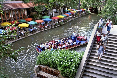 RT @Frommers: Family vacation and a brief history lesson. How to do SanAntonio in a family way: