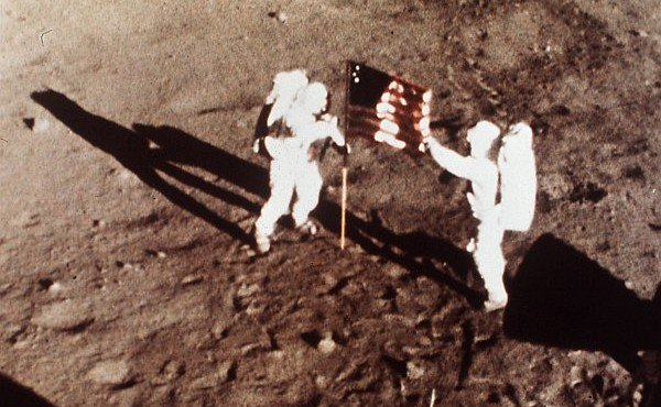"Today In Science History: Edwin ""Buzz"" Aldrin and Neil Armstrong became the first men to walk on the moon in 1969. https://t.co/3MDoYGfzBE"